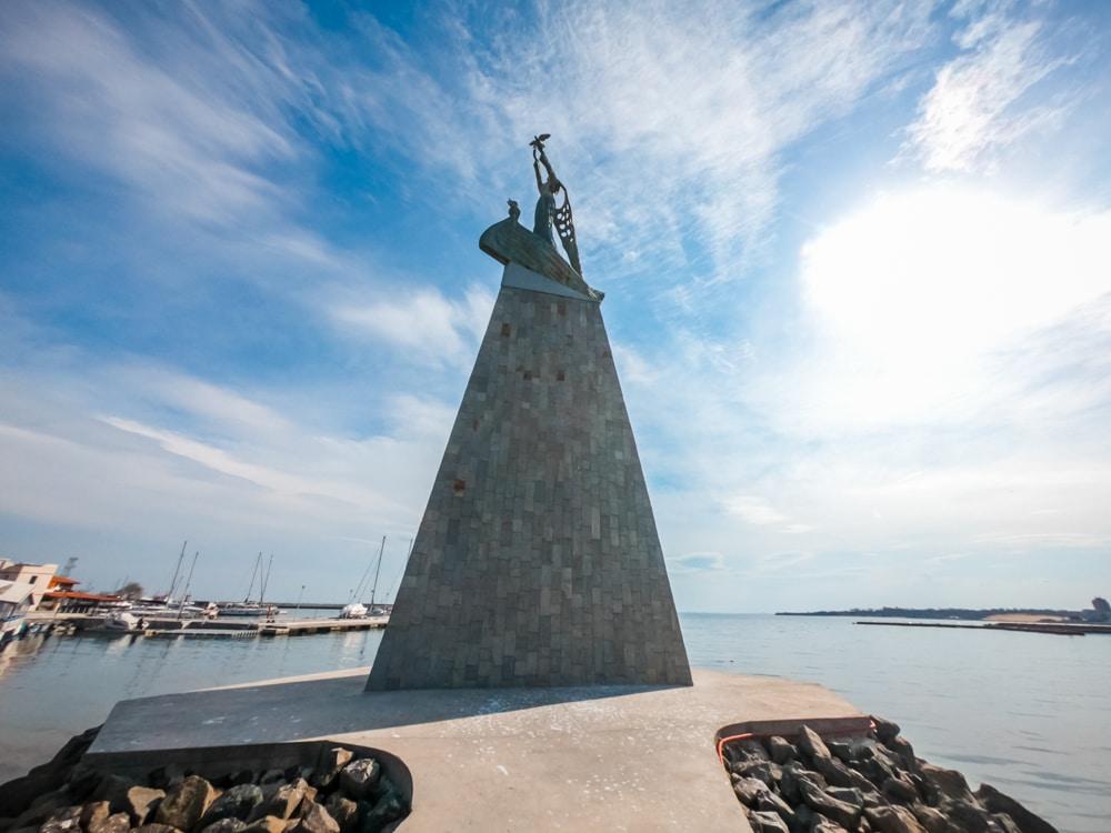Статуята на Рибаря в Несебър 2